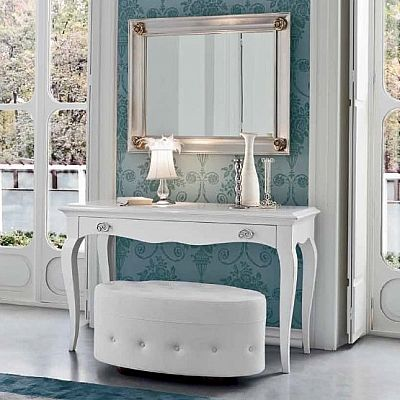Traditional, vintage and white 'Bardot' dressing table. White, minimalist but classic at the same time. Beautiful piece for hallway, living room or bedroom. My Italian Living.