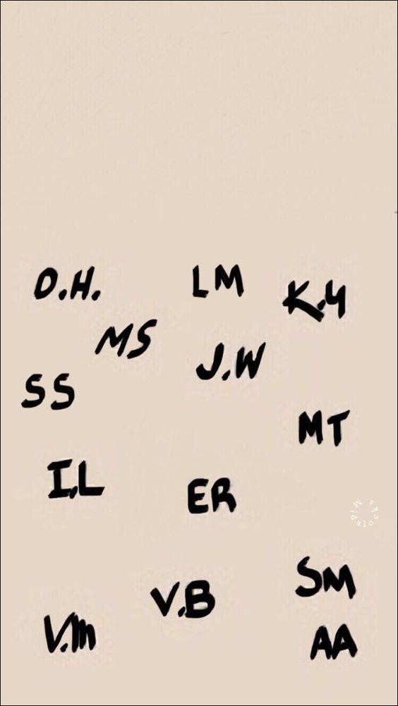 Quando escreveram suas iniciais na madeira dentro do colégio