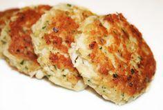 """""""crabcakes"""" pour 4 personnes: -120g de mayonnaise -1 oeuf -15g de moutarde -115g de crackers -460g de chair de crabes -poivre -2 cuillerées à soupe de persil plat haché  -2 cuillerées à soupe d'oignons en botte ou de cives hachés -10ml de jus de citron vert"""