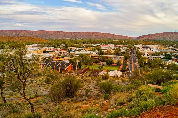 Looking over Alice Springs from the Anzac Hill Lookout toward the MacDonnell Ranges