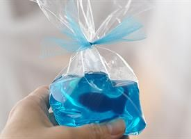 jello goldfish favor bags - too cute.