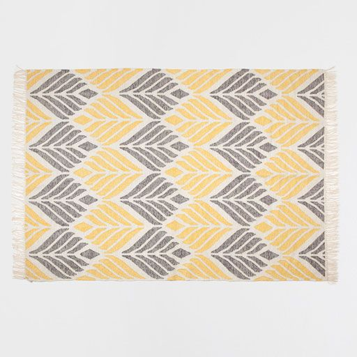 Image of the product Rug with yellow and grey design