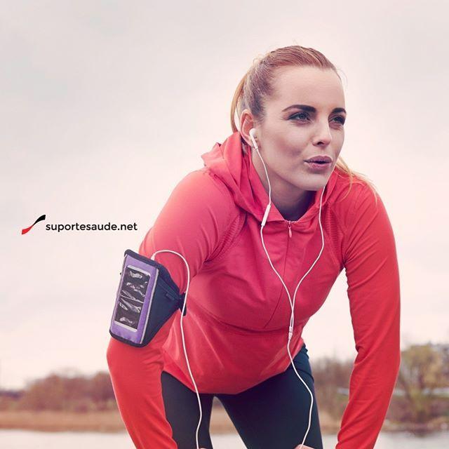 CORRIDA Vs. RESPIRAÇÃO – Durante a Corrida Qual a Melhor Forma de Respirar?  O incômodo da falta de ar durante a corrida é normal. Nesse  tipo de exercício o corpo deverá fornecer de maneira constante o oxigênio aos músculos para a energia e força necessárias. É fundamental a respiração de acordo com o ritmo da corrida e esse ponto é difícil para muitos iniciantes, sendo fator fundamental no processo. A inspiração e expiração devem ser em ritmo constante, sem contar com a velocidade. Para…