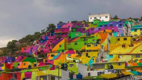 Mexicaanse sloppenwijk wordt enorm schilderij - Buitenland - TROUW