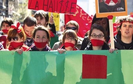 Symbole par excellence de la cause étudiante, le carré rouge continuerait à déranger malgré l'accalmie des dernières semaines.