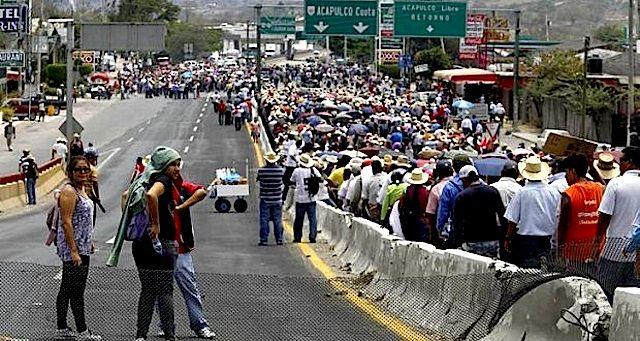 Sector turístico exige a Peña Nieto garantice libre tránsito - http://notimundo.com.mx/acapulco/sector-turistico-exige-pena-nieto-garantice-libre-transito/24629
