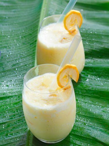 Smoothie banane/miel Pour 1 personne: -1 banane -1 cuillère à café de miel -25cl de lait -1/2 citron pressé Mixez le tout jusqu'à obtenir un liquide (à peu près) épais.
