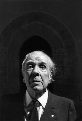 Jorge Luis Borges: El simurgh y el águila - (Nueve ensayos dantescos). Foto: JLB en Palermo, Sicilia (Palazzo Steri) © Ferdinando Scianna/Magnum Photos