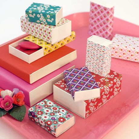 colorful origami paper wrapped around matchboxes for a cute tiny #gift box idea
