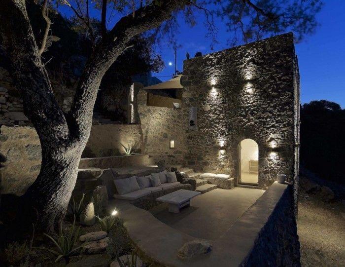 H Μελανόπετρα είναι μια πέτρινη κατοικία που κτίστηκε στα μέσα του 19ου αιώνα....  στην καρδιά του πανέμορφου παραδοσιακού οικισμού Εμπορει...