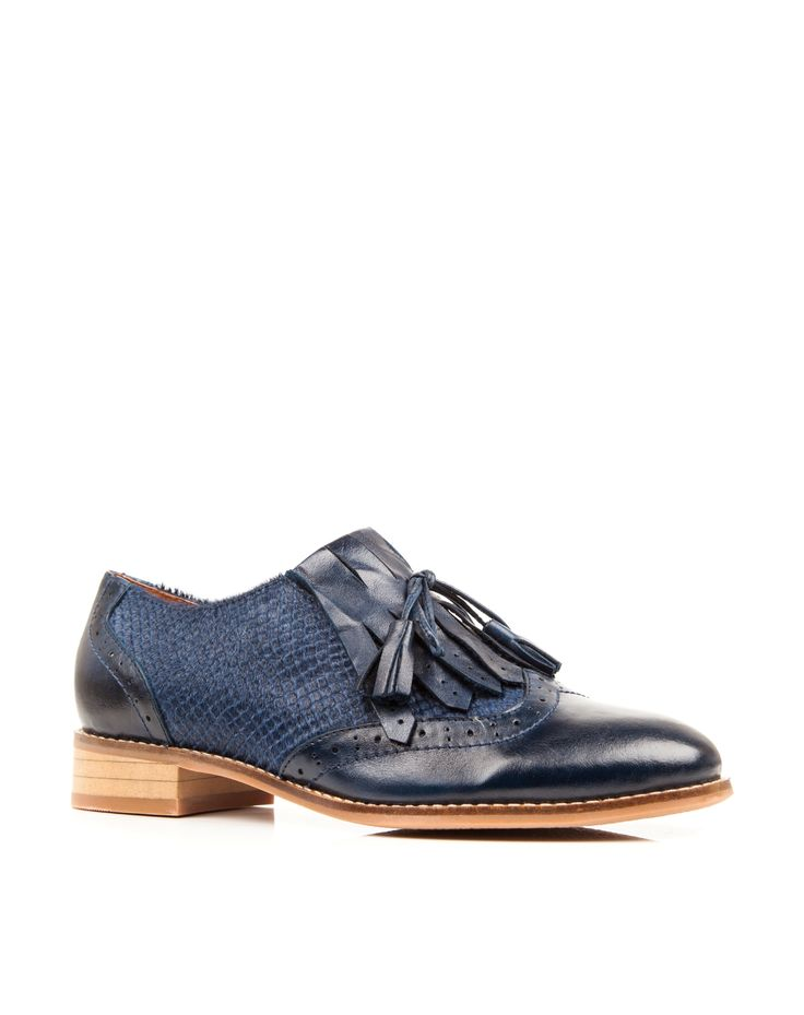Upper: Leather Lining: Leather Sole: Manmade Heel Height: 2cm
