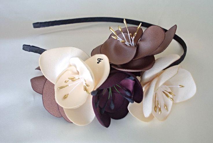 Ободок с цветками фрезий из сатина и атласа.  #flos #цветы #аксессуары #украшения #для_волос #ободок #с_цветами #фрезия #фрезии #из_ткани #ручной_работы #handmade