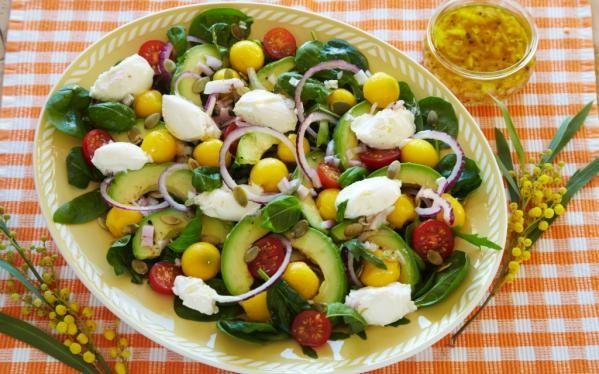 Oppskrift på Salat med mango, avocado og snøfrisk