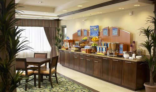 Holiday Inn Express & Suites Huntsville - Complimentary Daily Hot Breakfast