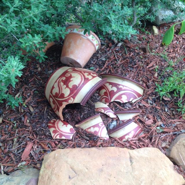 Using Broken Pottery In Your Garden Gardening Flowers