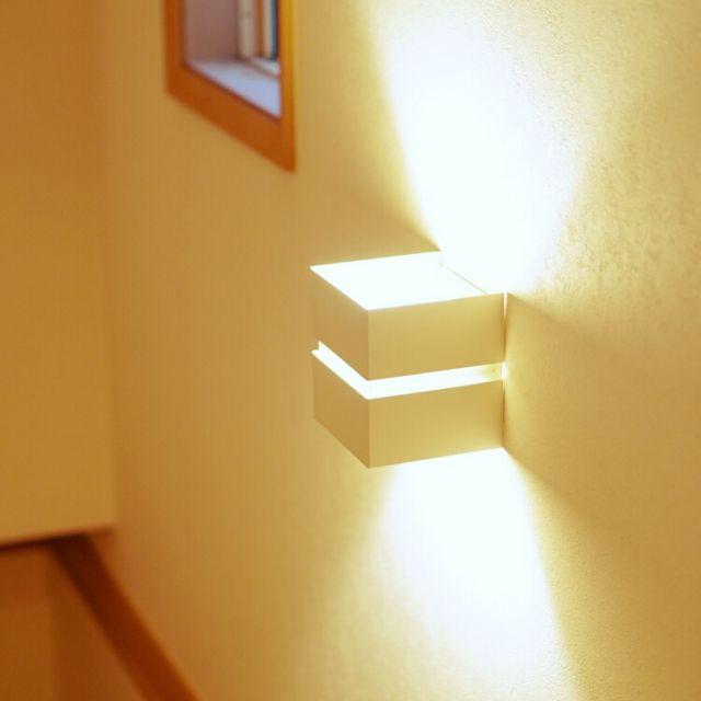 女性で、、家族住まいの階段のライト/照明/壁/天井についてのインテリア実例を紹介。「階段の電気、密かに気に入ってますが、誰も見てくれません(。・・。)」(この写真は 2014-11-26 14:12:33 に共有されました)