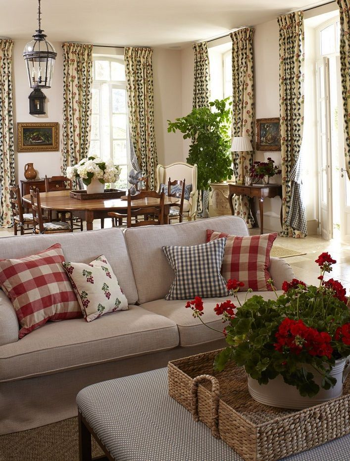 Mix And Chic Inside A Breathtaking Provence Farmhouse Cottagerooms Farm House Living Room Country House Decor French Country Living Room