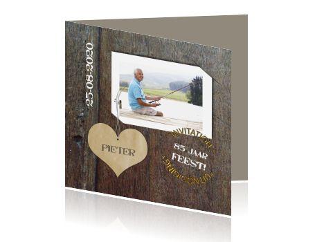 Uitnodiging 85e verjaardag vintage hout foto en hart