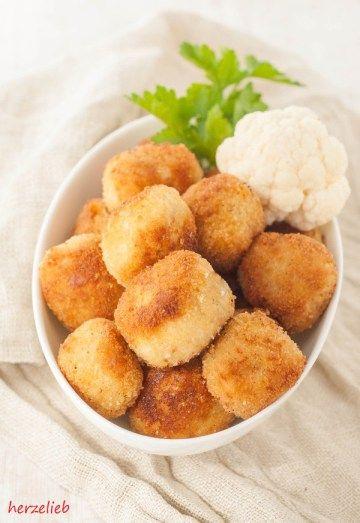 Ein ganz einfaches vegetarisches Rezept für Blumenkohl-Nuggets - dieses Fingerfood ist etwas für Kinder und Erwachsene. Hautpzutaten: Blumenkohl und Käse.