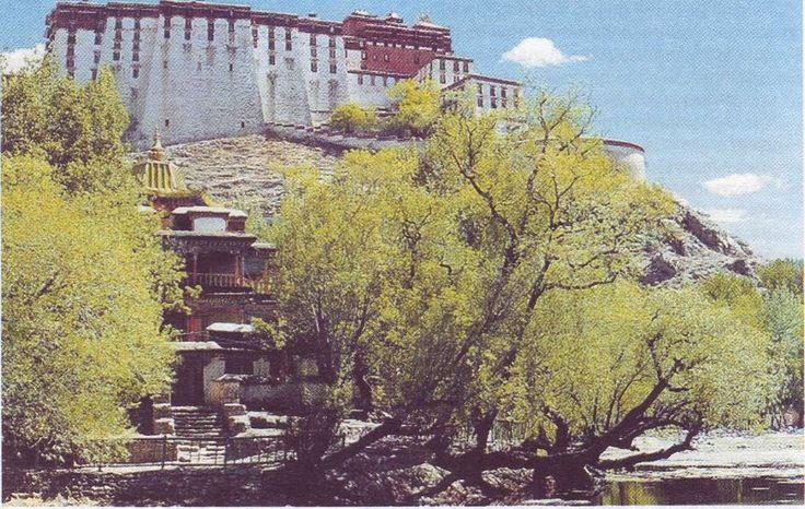 Потала. Дворец Далай-Ламы в Лхасе. Образец тибетского архитектурного искусства.