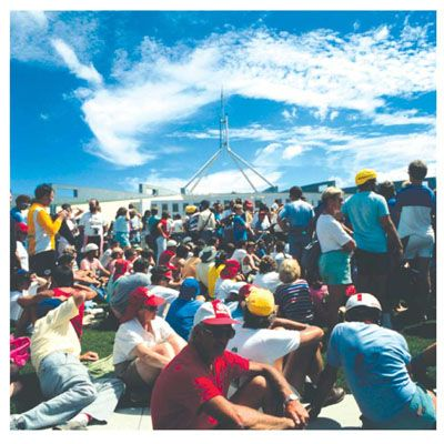 How Australia Day was celebrated in 1988. From the Australia Day National Website: http://www.australiaday.org.au/australia-day/history/1988-the-bicentenary/
