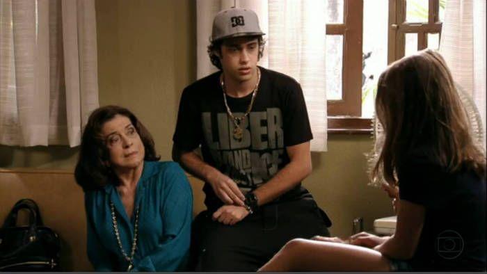 Rony Kriwat usando Jonny Size na novela Avenida Brasil
