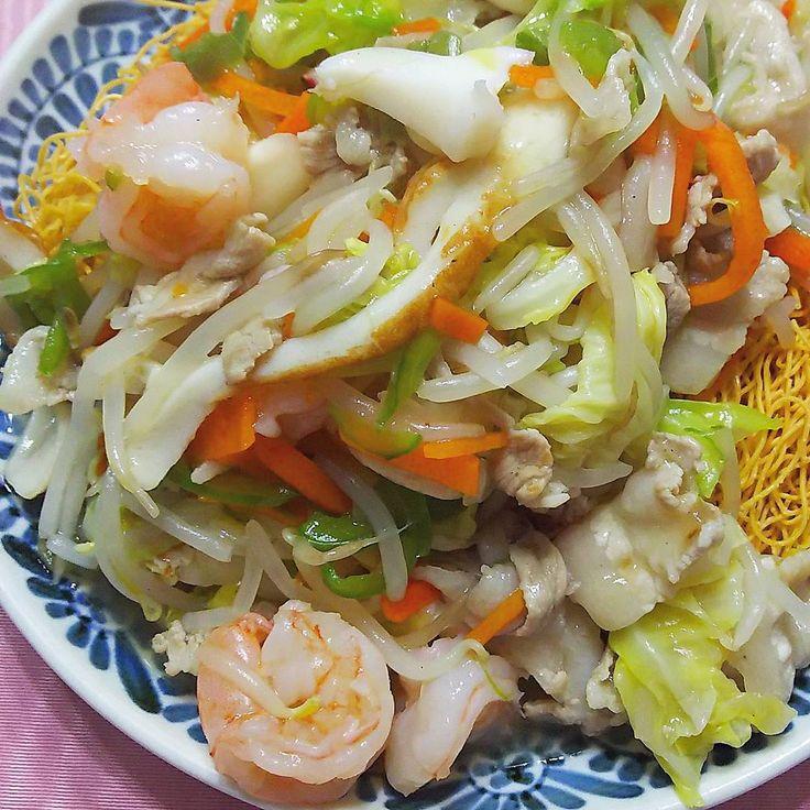 いいね!69件、コメント3件 ― rosa49さん(@rosa.49)のInstagramアカウント: 「久しぶりに #皿うどん つくりました #野菜たっぷり  #エビイカ #ちくわ入り  #ぱりぱり #おうちごはん #晩ごはん#夜ごはん #saraudon #飲みながら #ながら料理」