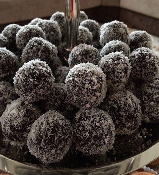 Kakaolu bisküvili şekliyle yiyenlerin hoşuna gidecek bir tatlı tarifi. Kolay ve pratik.