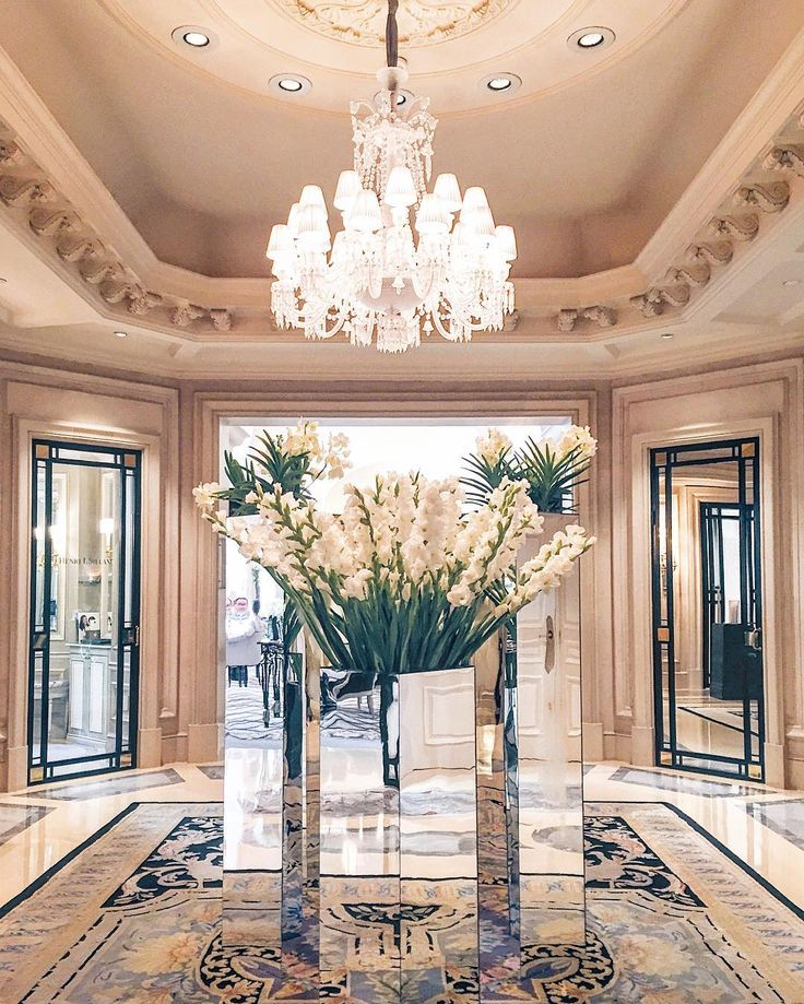 Arrangements from the master Jeff Leatham at the Four Seasons Hotel George V, photo by @ fictionalwishes
