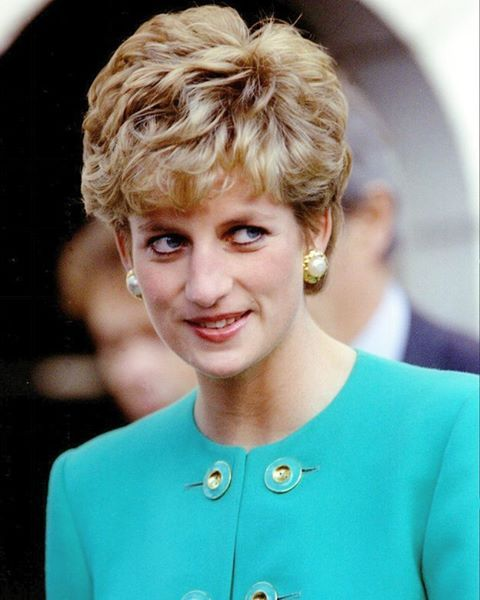 1992: Princess Diana arrives to Paris on a two day visit to France.