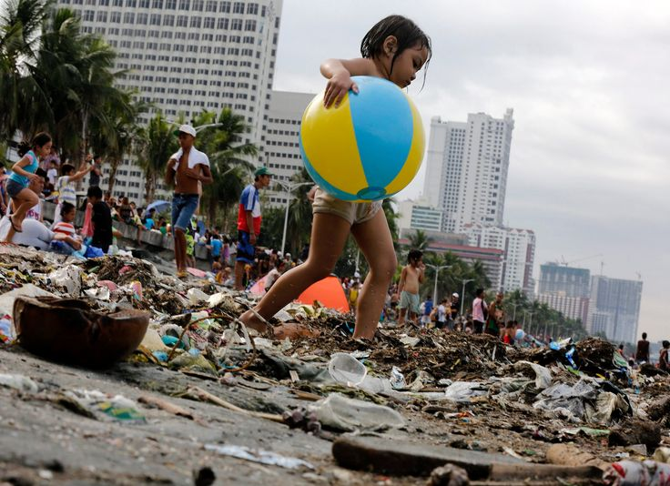 Manila Bay, Philippines People flock to the bay for a swim to mark Easter Sunday. Many families from the poorer districts head there despite government health warnings about the polluted waters