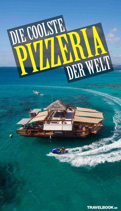 Sie mögen Pizza? Wasser? Sonne? Strand? Dann nichts wie auf zu den Fidschis. Vor der Küste der Hauptinsel, genauer gesagt im Malolo Barrier Reef, schwimmt eine Pizzeria mitten im Südpazifik. Wie Sie hinkommen, was Sie dort machen können (außer essen), und wie sich die wohl coolste Pizzeria der Welt für die Umwelt einsetzt.