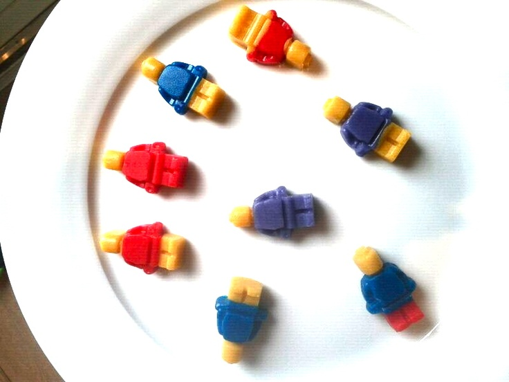 #LEGO poppetjes van marsepein gemaakt met de silliconen mallen van www.teitloos.nl!