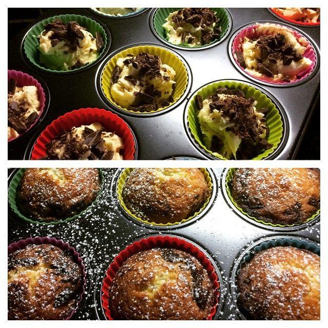 Enkla och goda muffins med choklad. Jätte goda! #muffins #hackadchoklad #choklad #hembakade #borgenport.se Receptet hittar du på hemsidan borgenport.se.