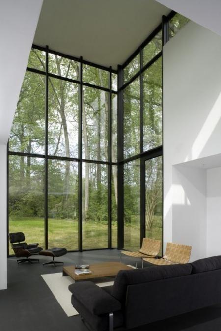 Quando vedo fotografie di abitazioni con finestre dal formato XL, il mio è pensiero, anzi, i miei pensieri sono sempre questi 3, in questo preciso ordine: 1* Oddio che meraviglia, che vista mozzafiato, che meraviglia, wow. 2* Sì, ma poi pensa a pulirli questi vetri.