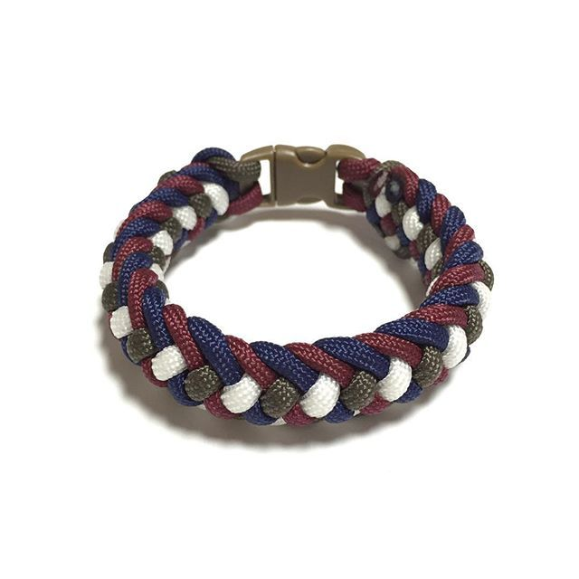 Captain America Inspired Paracord Bracelet Design: [Crooked Half Hitch]  SGD $18.00  Also available at: Witty Label Concept @wlcshop  Unisex Bracelet  #ParacordBracelet #mensbracelet #womansbracelet #paracord #bracelet #ig_paracord #madeinsingapore