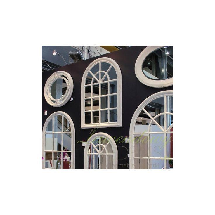 Lustro prowansalskie z białą drewnianą ramą, przypominające okno. Doskonała dekoracja dla każdego pomieszczenia.