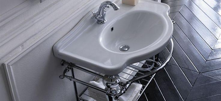 Ethos - the sanitary wares are the original traditionally styled and the wc can be completed with the high or low level cistern ---- Ethos - raffinati i sanitari che oltre alle versioni standard, si completano con l'opzione della cassetta a zaino e della cassetta alta