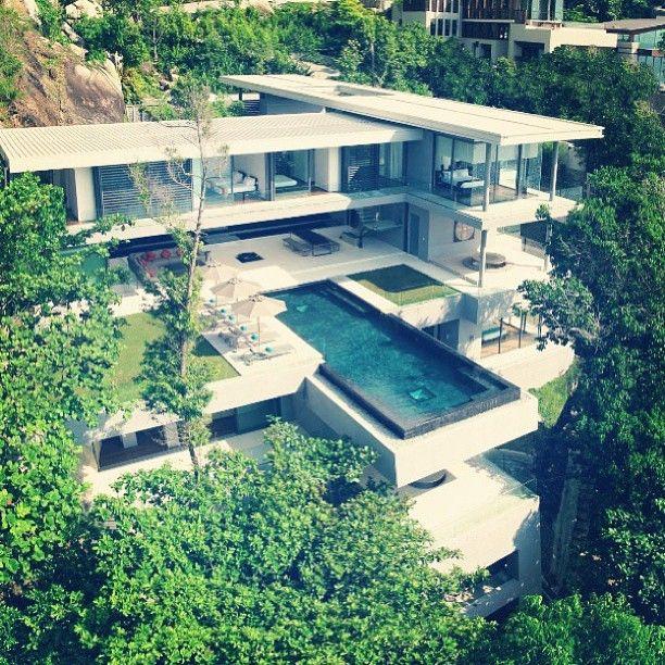 La Casa de mís Sueños: la piscina está delante de la casa