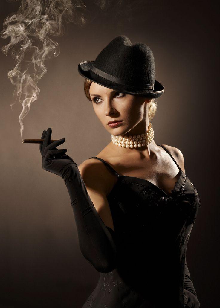 Uma mulher fatal é um estereotipo feminino usado muito em literatura política e no drama europeu. A mulher fatal geralmente seduz e engana o herói e outros homens para obter algo que eles não dariam livremente.