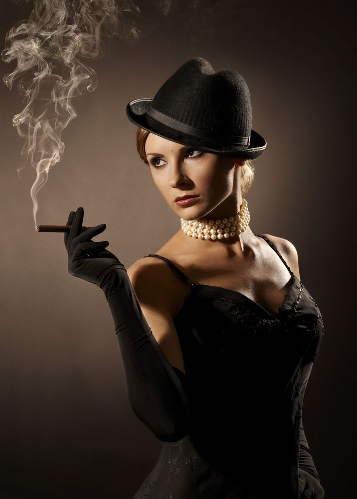 How to Get the Seductive Femme Fatale Style and Fashion Look.