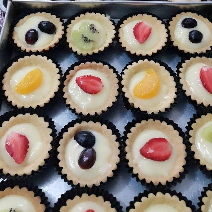 Fruit Pie by me ya guys... coba ikutan challenge by @doyanbaking .. sapa tau rejeki hehe.. #db_fruitpiechallenge #baking #bakingday#pie #fruitpie#foods#like4like#likeforlike #pastry  Resep fruit Pie by dapoer.erna :  Bahan kulit : - 100 gr margarin - 30 gr butter ( me pake wisman) - 1 sdm gula halus - 1 btr kuning telor - 300 gr terigu protein sedang - vanili secukupnya  Bahan Fla : - 3 sdm custard - q sdm tepung maizena - 300 ml susu uht - 4 sdm gula pasir - 2 btr kuning telor - 1 sdt…