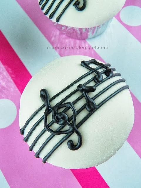 Musical Cupcakes and How-To Fondant Cover Cupcakes