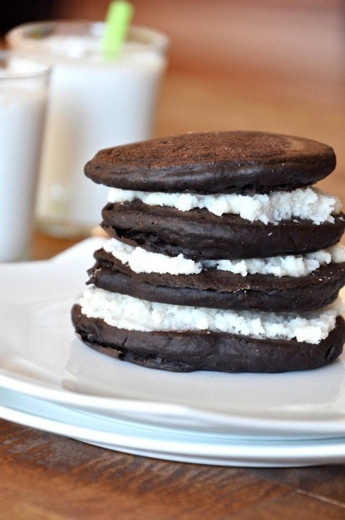 Oreo Cookie Pancakes that are entirely vegan. A fluffy chocolate batter makes a decadent base to a sweet and creamy coconut-vanilla filling. These take breakfast to a whole new level of awesome.