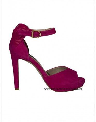 981abf52fa5 Zapatos de ante marca Daniela con lazo en talón y cierre lateral con  hebilla dorada. Sandalias con plataforma de 2 cm y plantilla acolchada ...