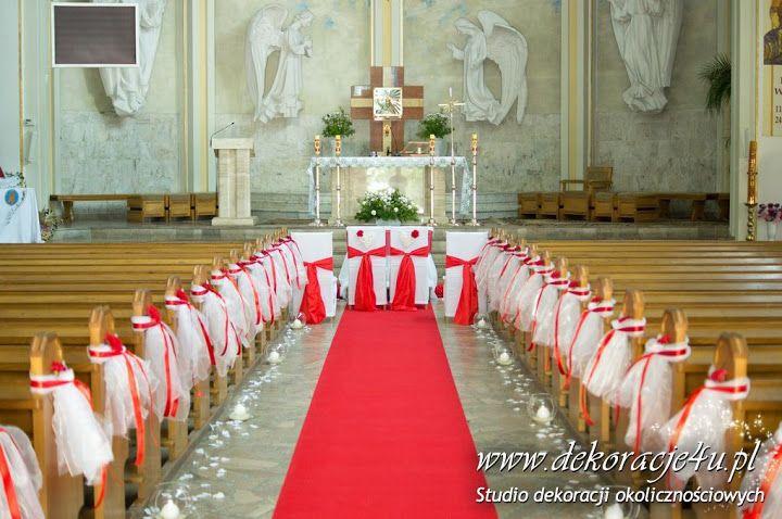 Czerwony dywan pięknie prezentuje się w kościele. www.dekoracje4u.pl