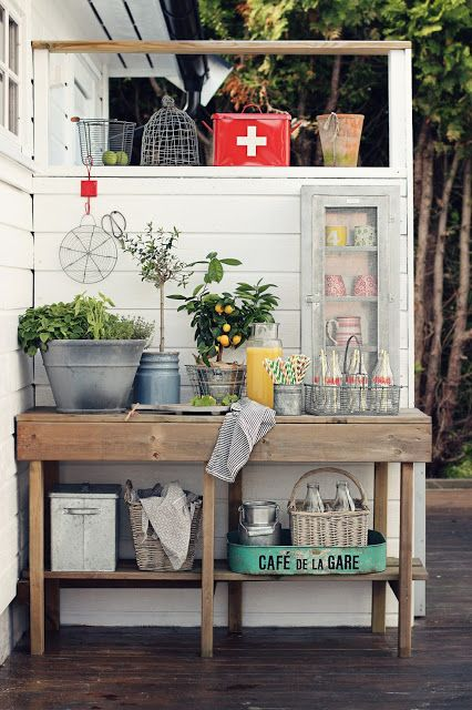 Love this idea for my deck.  Perfect for flowers or for food/drinks when entertaining.     beatehemsborg