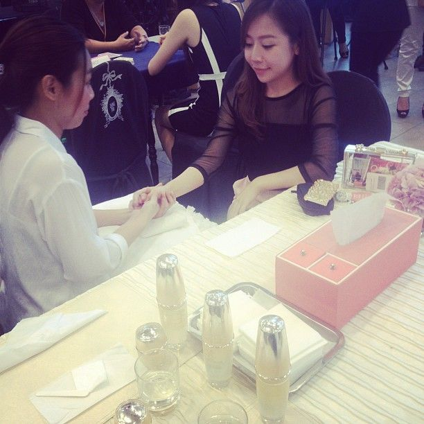 """@mivvabeauty's photo: """"Bloggers receiving their hand massage  #AUPRES #MIVVA"""""""