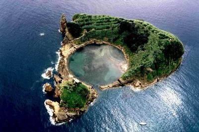 Island off Vila Franco do Campo, São Miguel, Azores, Portugal. More: http://www.trekearth.com/gallery/Europe/Portugal/Islands/Acores/Vila_Franca_do_Campo/photo345972.htm