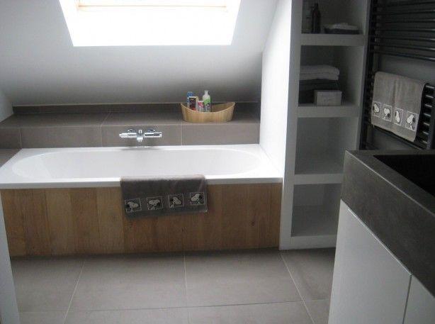 Afbeeldingsresultaat voor badkamer schuin dak dakraam